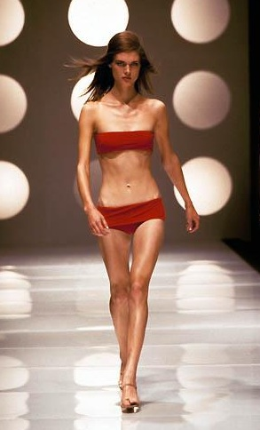 003-anorexic-model-catwalk