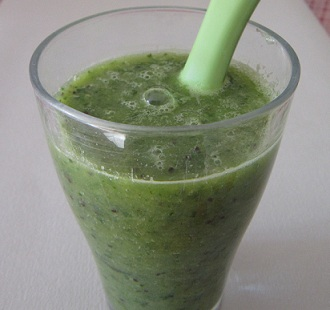 004-homemade-energy-drink-kiwi-green-leaves