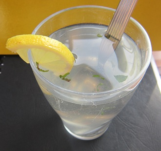 004-homemade-energy-drink-lemonwater-honey-mint